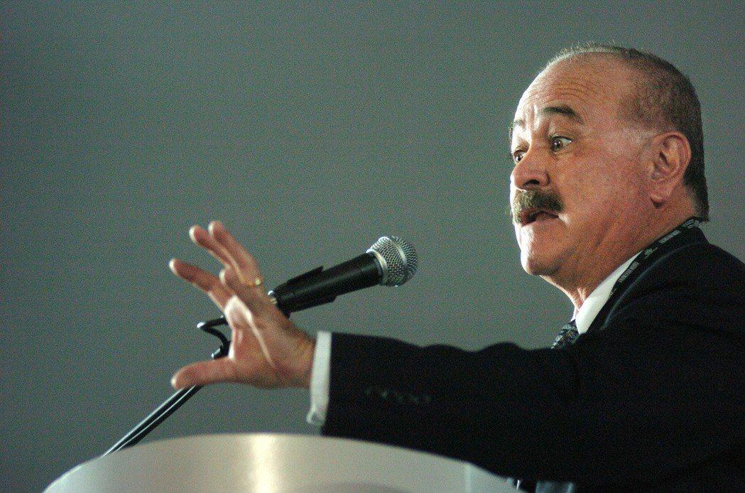PAN的候選人魯福(Ernesto Ruffo)成為史上首位非PRI體系的下加州...
