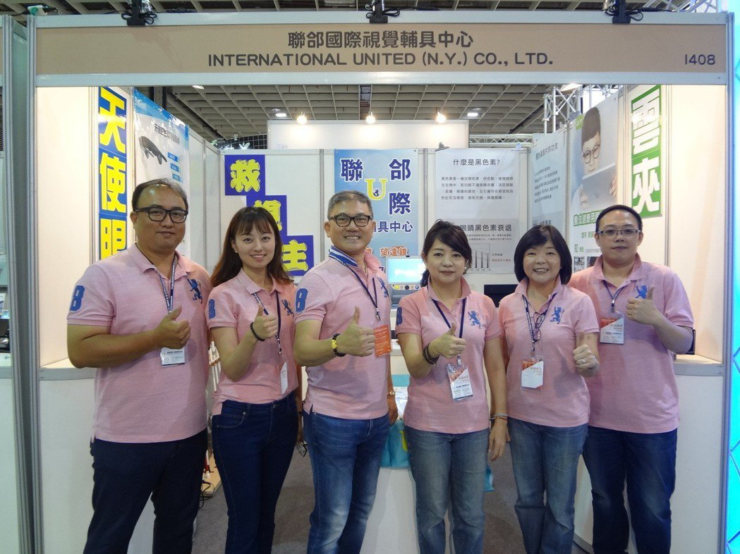 聯郃國際總經理徐裕龍(左三)與經營團隊合影。 金萊萊/攝影