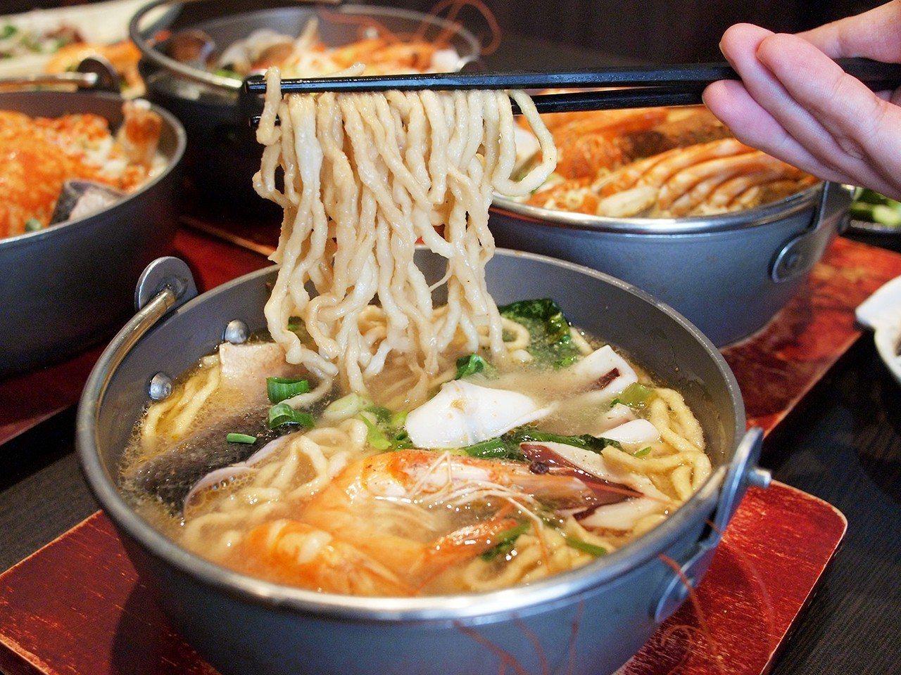 (圖/台灣旅行趣) ▲老闆來自台南,拿手好菜少不了香氣十足的「海鮮意麵」。