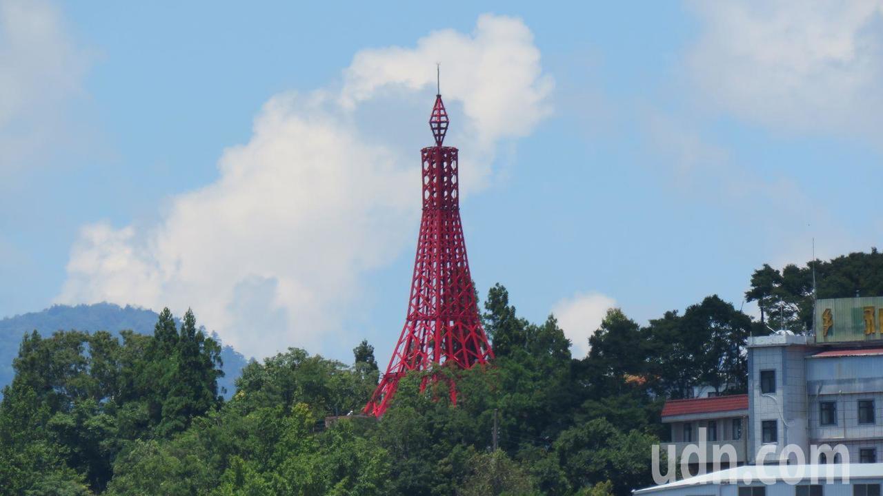 桃園市復興復興區海拔最高的鐵塔「巴陵鐵塔」,原址為日治時期,海拔1200公尺的馬...