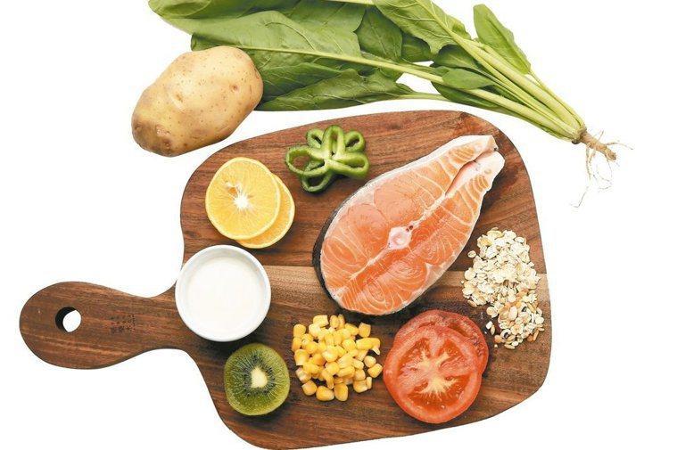 研究顯示,地中海飲食法是最能延緩認知功能障礙的食譜,包括非精製的全穀類、大量蔬菜...