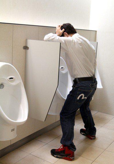 急性細菌性攝護腺炎常見的症狀為排尿疼痛等。圖為示意圖,非新聞當事人。本報資料照片