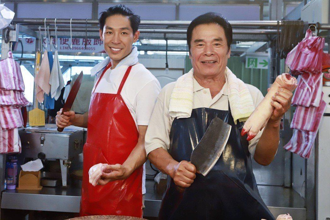 影帝雷洪(右)客串演出「實習醫師鬥格」演豬肉攤老闆。圖/民視提供