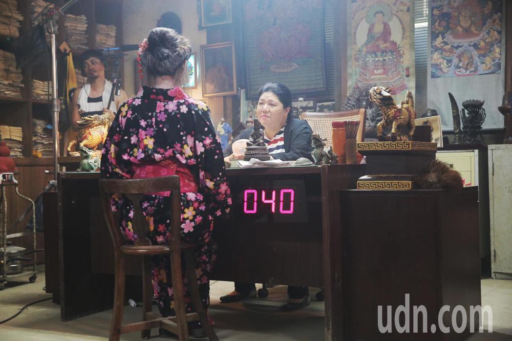 新銳導演王鼎霖執導的黑色靈異警探新片「第九分局」今天開放媒體探班,耗資兩百萬打造...