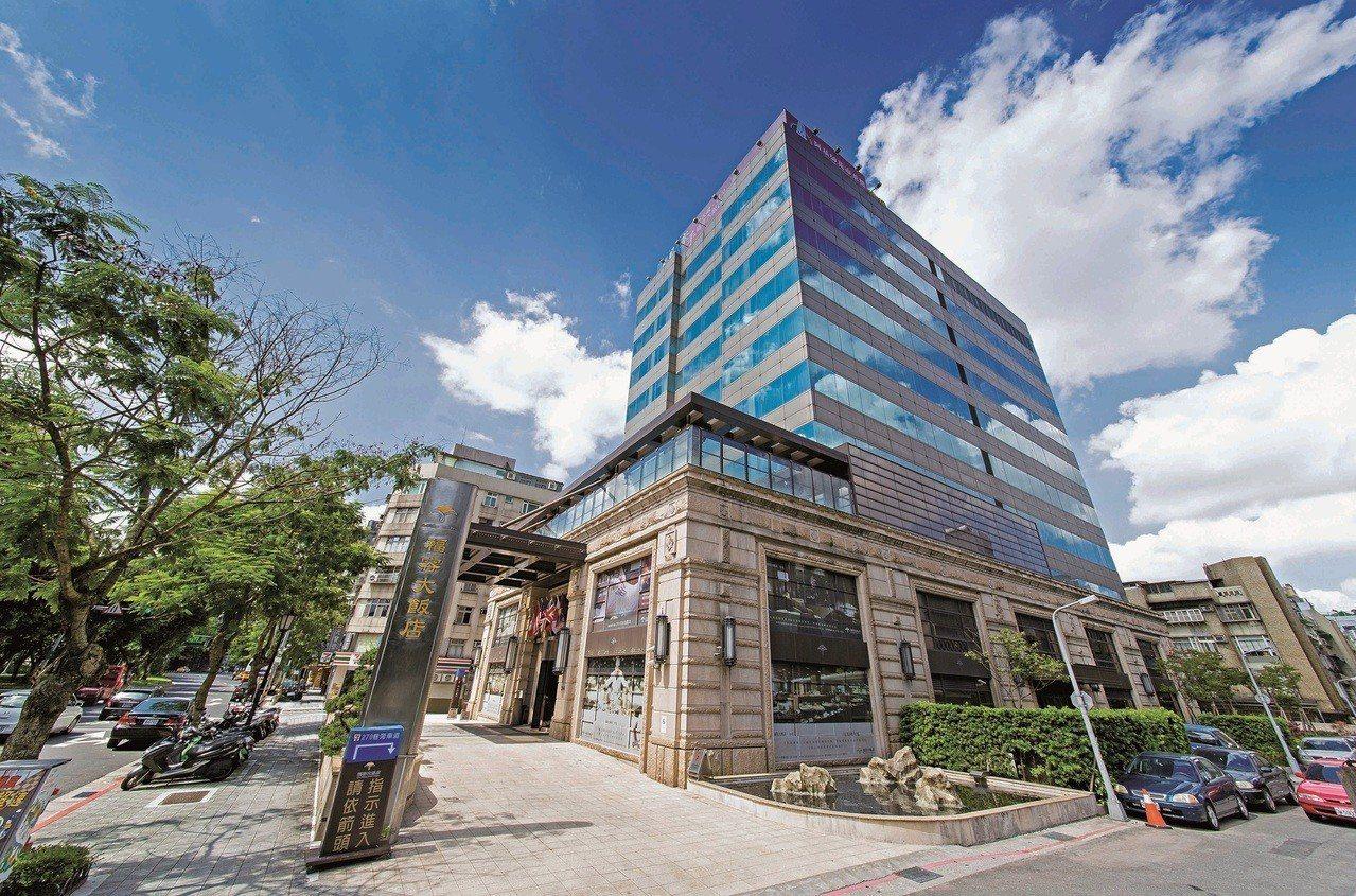 台北福容11周年慶,最大獎可以一個10元銅板入住信義區精華地段。圖/福容飯店提供
