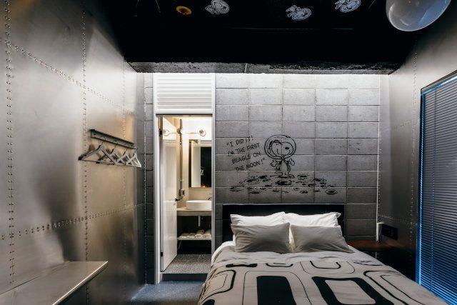 以登陸月球的發想的太空主題房。圖/摘自PEANUTS HOTEL官網
