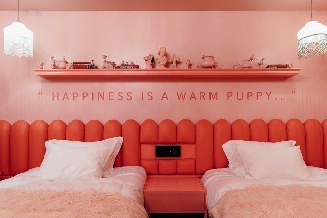 讓人充滿「粉紅泡泡」的主題房。圖/摘自PEANUTS HOTEL官網