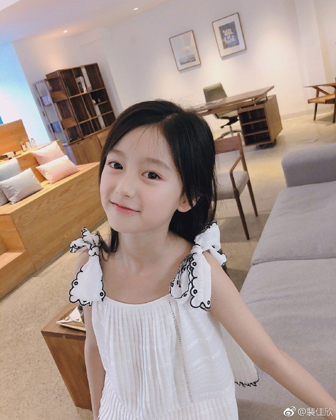 「流星花園」中的小童星裴佳欣顏值高到嚇人。圖/摘自微博