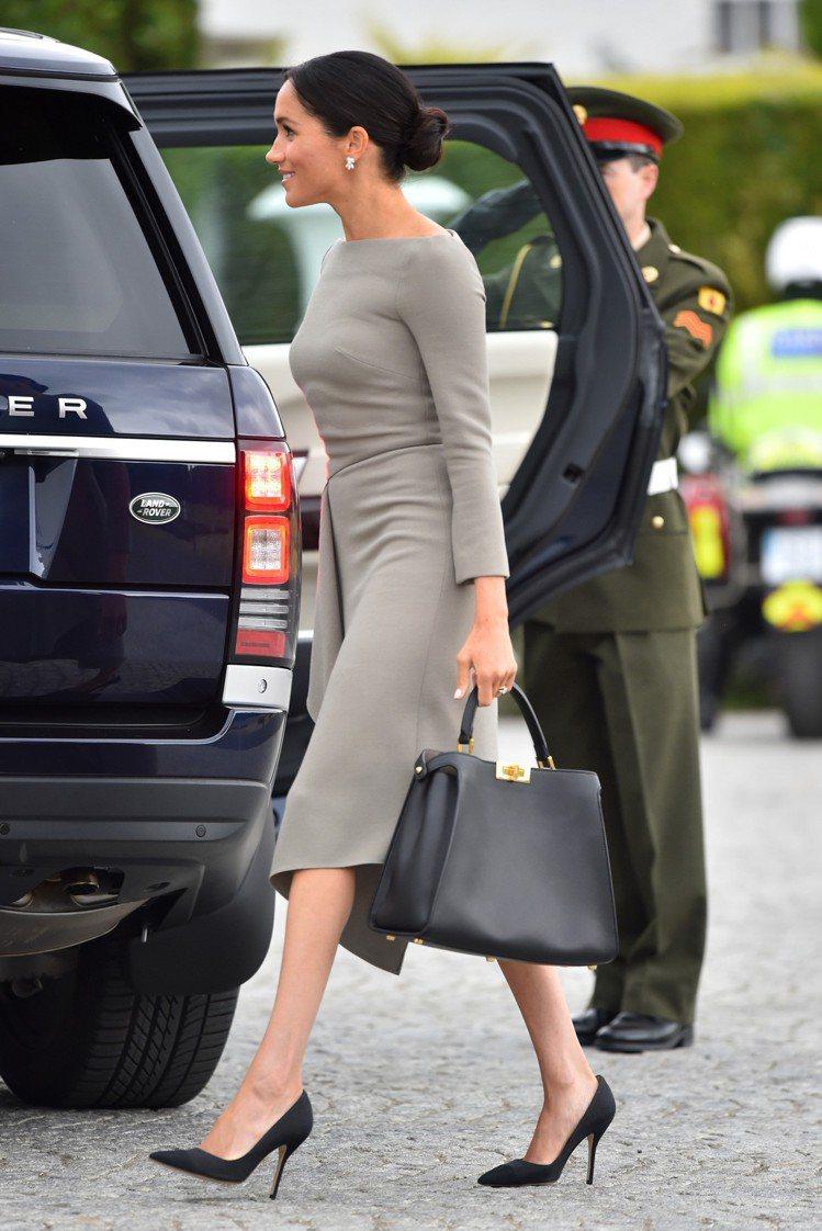 梅根馬可手提Peekaboo Essential黑色肩背包,售價17萬4,000...