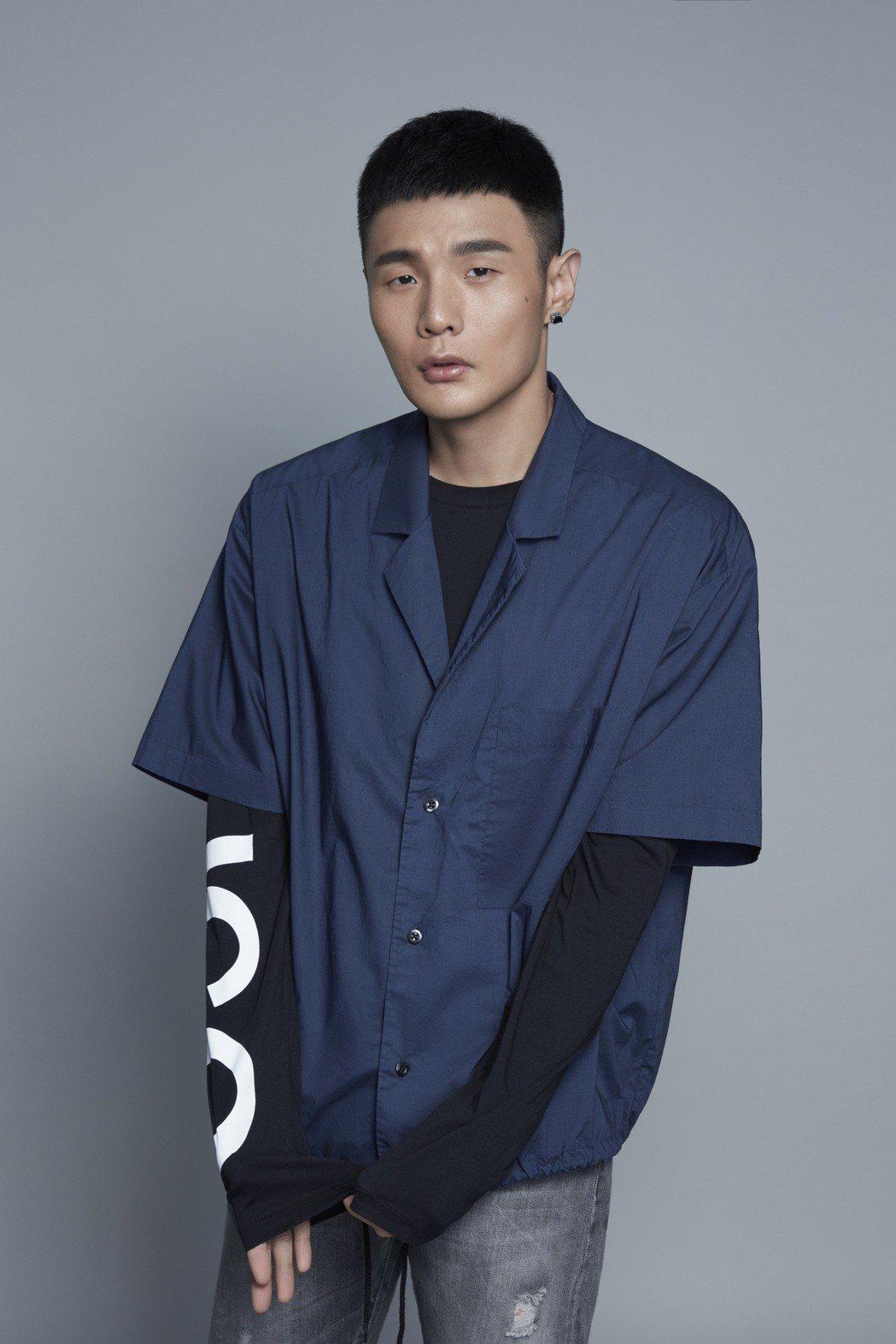 李榮浩忙於專輯製作,今年也接下3檔真人秀。圖/華納提供