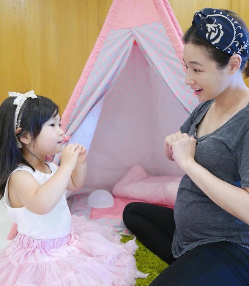 陳怡蓉日前PO出居家照,孕肚已非常明顯。圖/摘自臉書