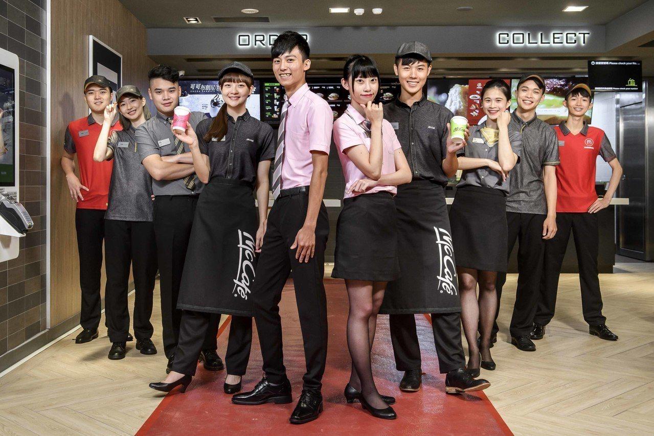 台灣麥當勞首度與知名設計師方國強合作,打造五款全新員工制服,展現自信、專業、活力...