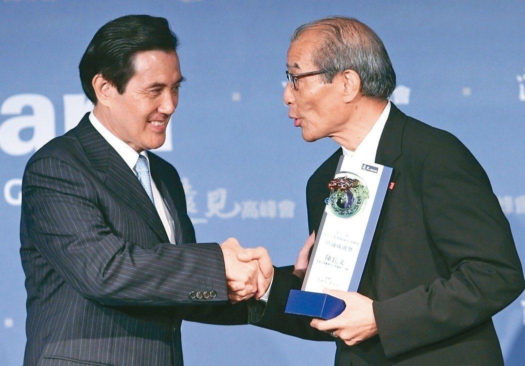 律師陳長文(右)在今年初發起反妨害司法公正公投。 圖/聯合報系資料照片