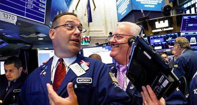 企業財報出色,標普500指數周三升至逾五個月高點,道瓊工業指數指連五日上漲。  ...
