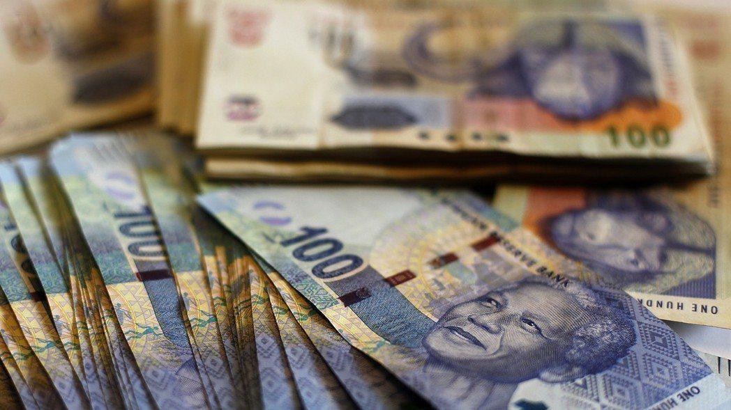 南非幣。 路透