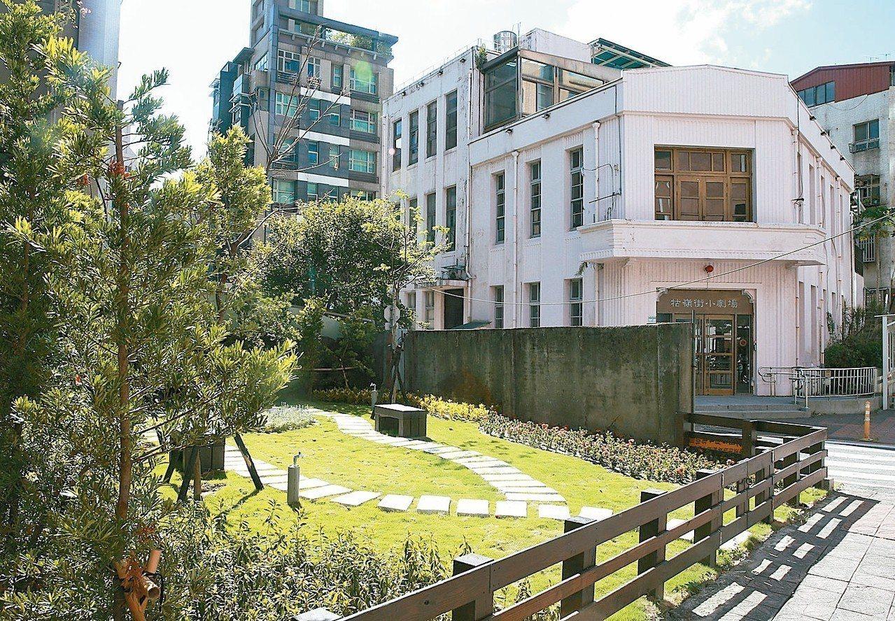 廢地變花園公有館停擺台北市府說要整修牯嶺街小劇場,卻空一年半養蚊子,反而...