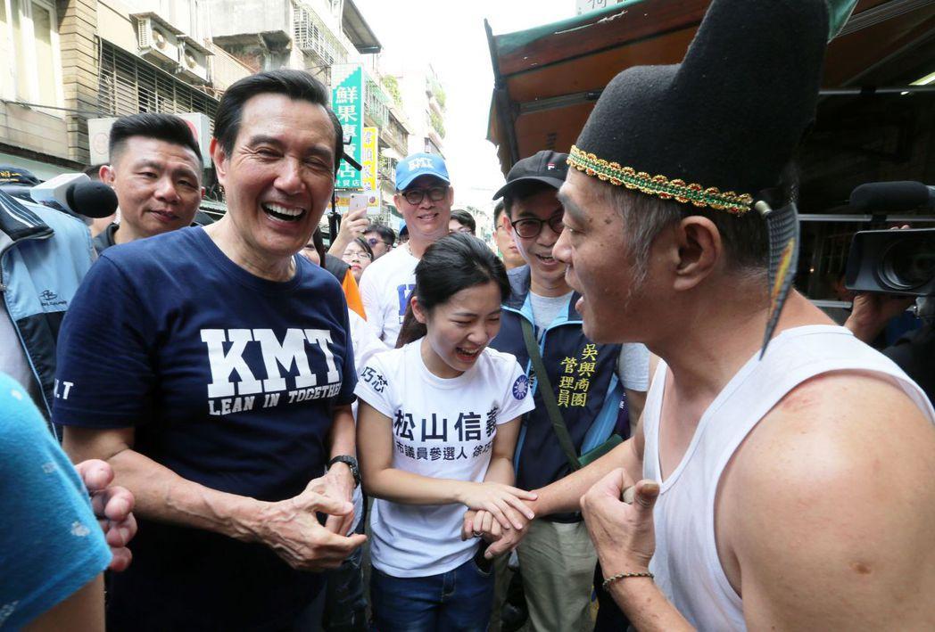 近來馬英九愛穿的KMT熱銷。 聯合報系資料照片/記者胡經周攝影