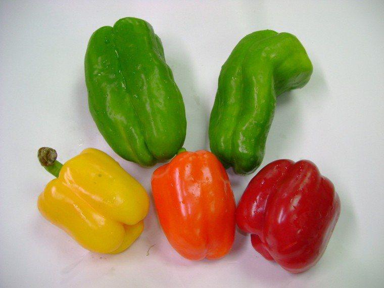 青椒與各種彩椒。圖/台北農產提供
