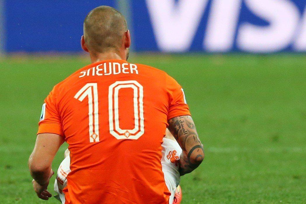 斯耐德8年前率領荷蘭「黃金世代」衝擊世足冠軍,可惜最終仍未能突破「無冕」魔咒。 ...