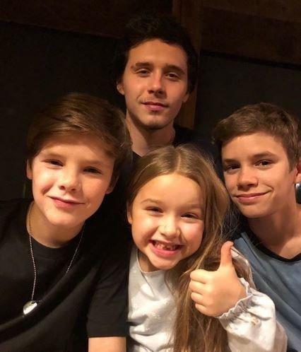 四個小孩和樂融融。圖擷自Victoriabeckham Instagram