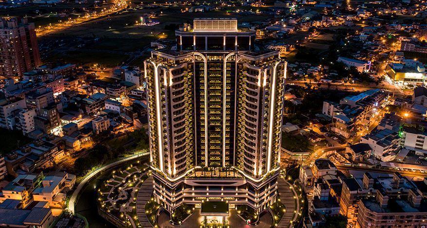 村却國際溫泉酒店位於羅東鎮中心可以遠眺蘭陽美景,大眾湯池有三種溫度的碳酸氫鈉溫泉...