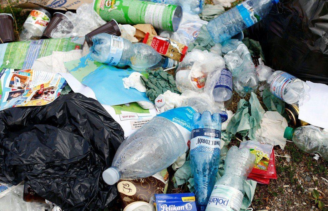 目前寶特瓶實際被回收的數量僅占總數的7%。圖/路透社