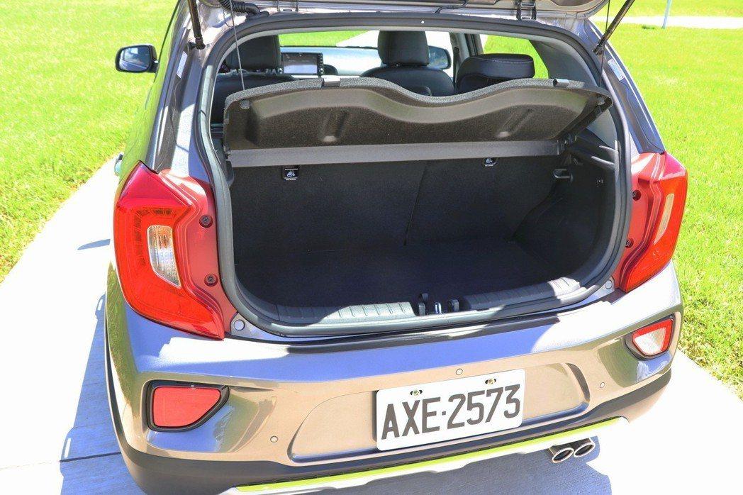 後車廂在一般情況下,具備小車水準的置物空間。 記者陳威任/攝影
