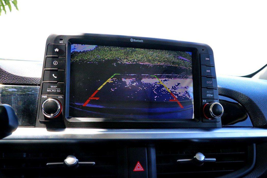 試乘車還選配了倒車顯影(7,200元)及GPS導航(1萬元)等。 記者陳威任/攝...