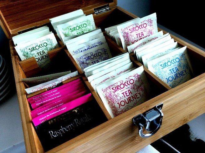 貴賓室提供SIROCCO瑞士有機茶 圖文來自於:TripPlus