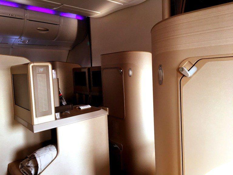 商務艙區的內裝間隔牆,呈現香檳色的淡淡鉑金質感 ,整體顯得相當典雅 圖文來自於:...