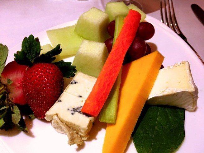 水果拼盤 & 起司奶酪 圖文來自於:TripPlus