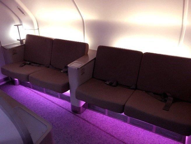 上層機頭部分設有休息室 (Lounge),供交誼及活動伸展 圖文來自於:Trip...