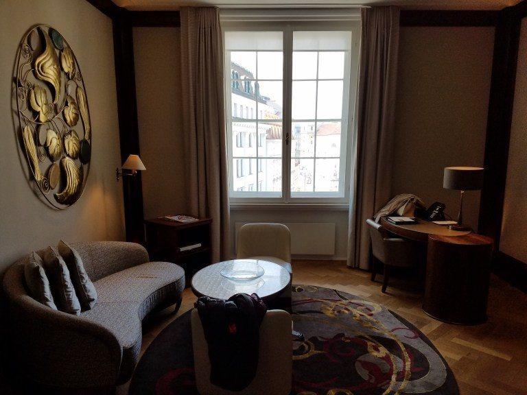 維也納柏悅酒店的套房客廳 圖文來自於:TripPlus