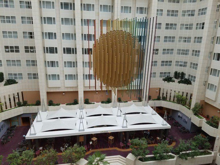 布拉格希爾頓酒店的中庭 圖文來自於:TripPlus
