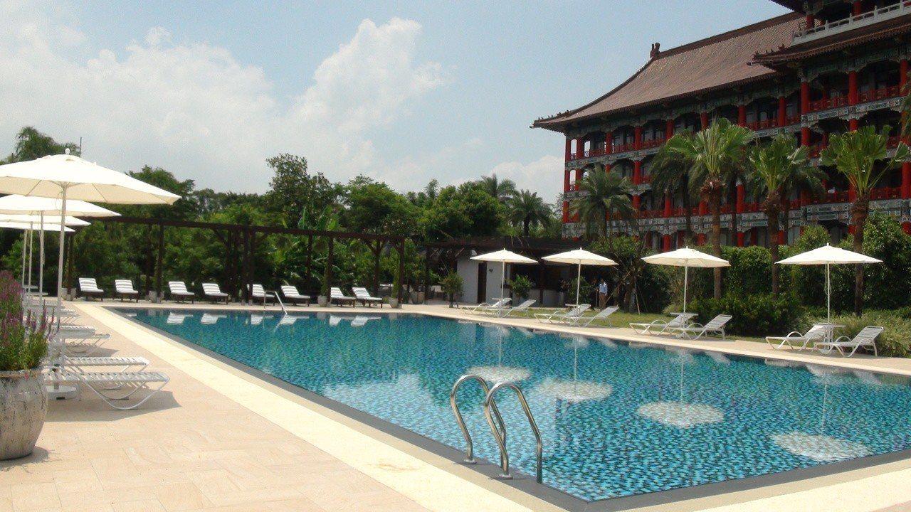 轉型莊園度飯店的高雄圓山飯店,闢建全新的花園泳池。記者王昭月/攝影