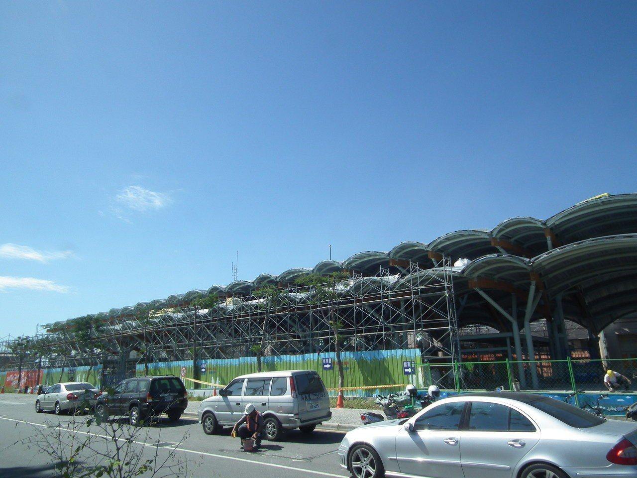 台東火車站周邊停車場預計最快今年9月開始實施汽、機車停車收費。圖/報系資料照