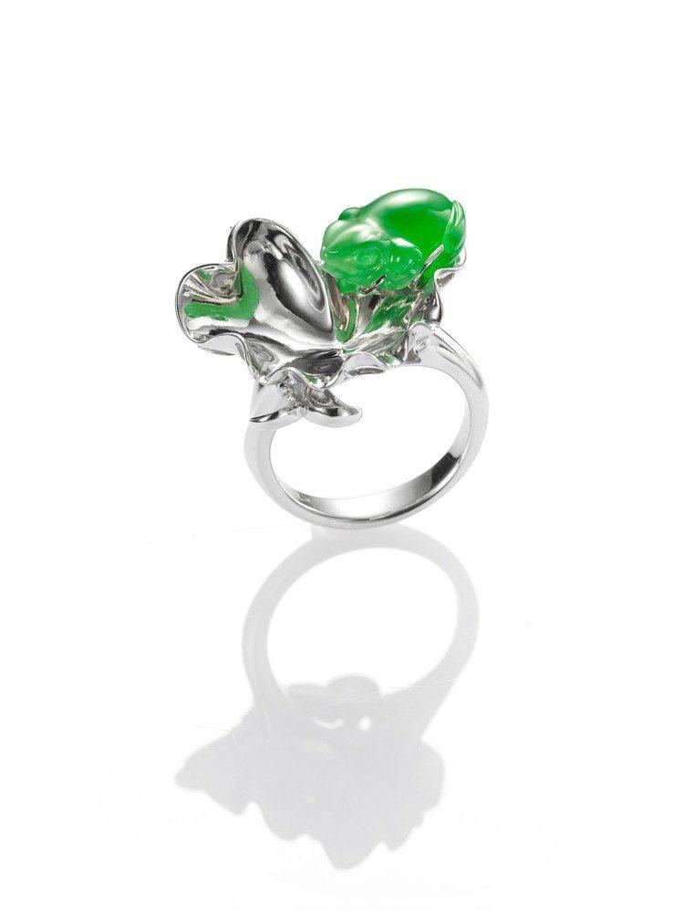 玉世家蟾蜍造型翡翠戒指,36萬8,000元。圖/玉世家提供