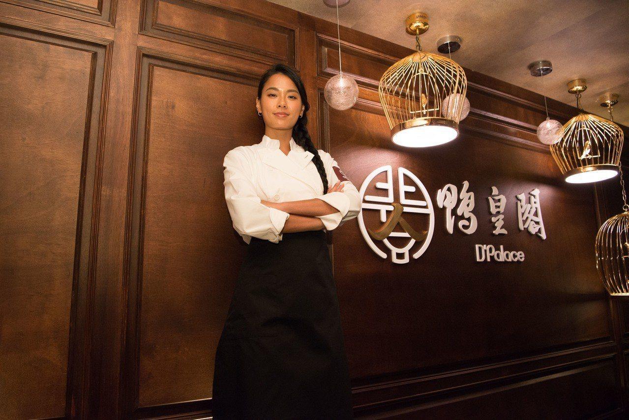 王麗雅化身一日主廚,出席鴨皇閣台灣首店開幕。圖/鴨皇閣提供