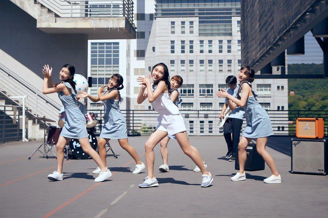 曹格秘訓3年的新人陳葦廷能歌善舞。圖/就是音樂提供