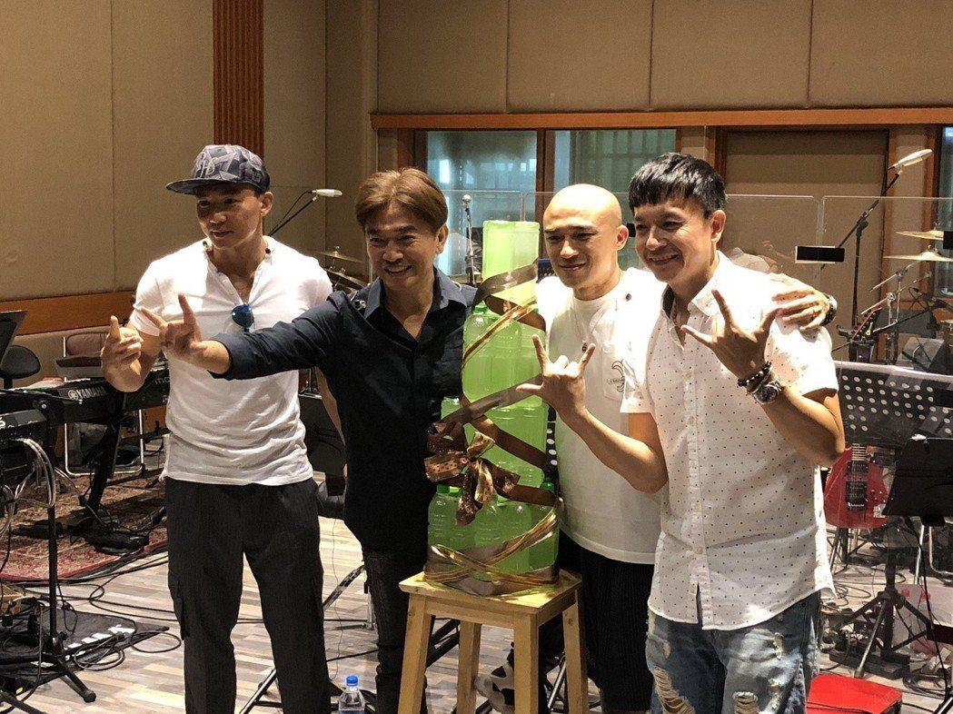 劉畊宏(左起)、吳宗憲、小馬和小鐘合體為演唱會彩排。記者林士傑/攝影