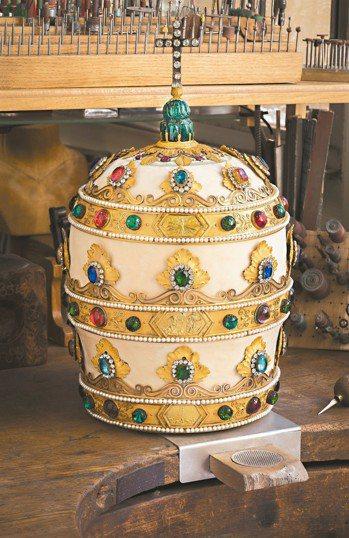 拿破崙一世打造給教宗庇護七世的冠冕。 圖/CHAUMET、陳若齡