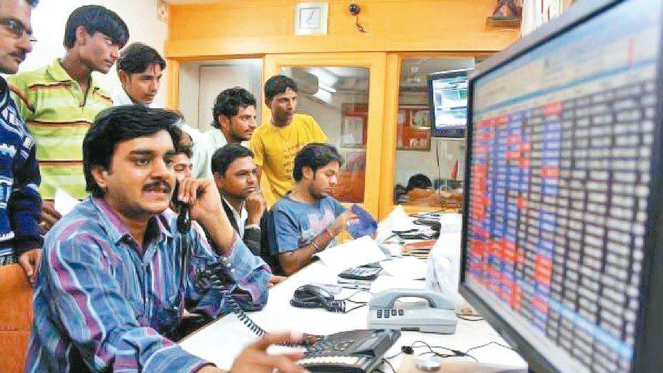 受到多項意外消息衝擊,上半年印度NIFTY指數自高點回跌近一成,但在3月下旬落底...
