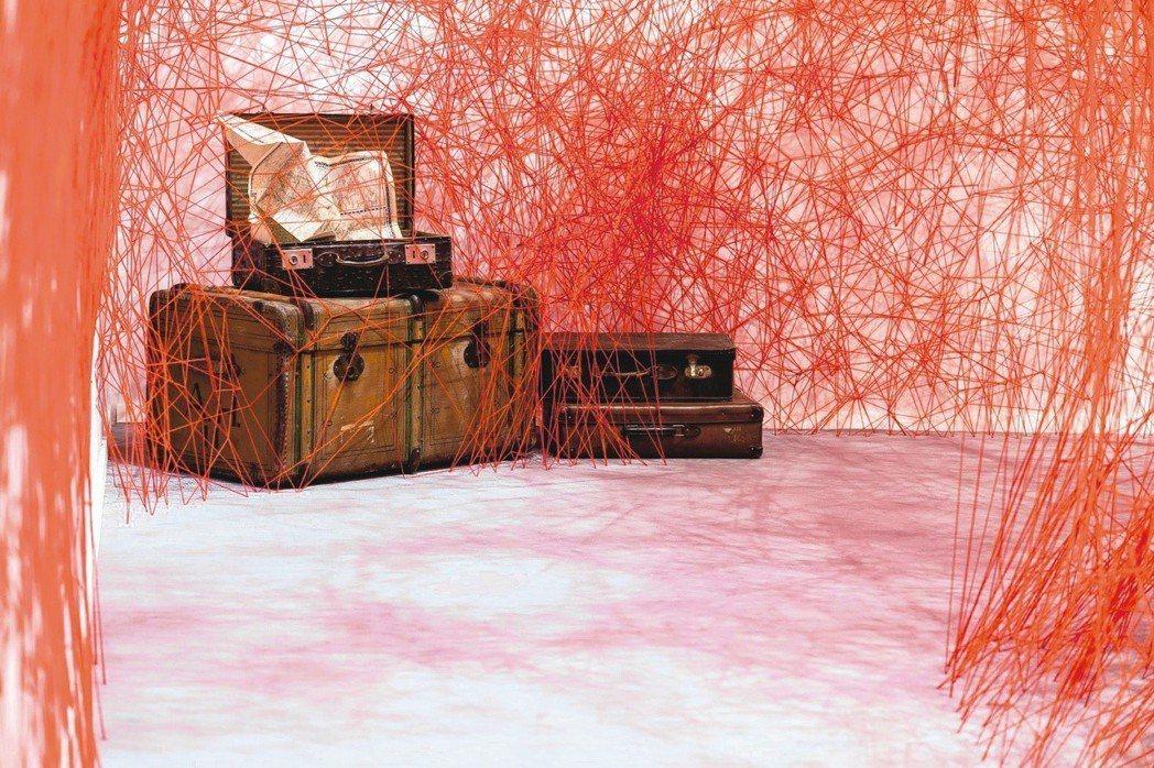 Blain/Southern藝廊於倫敦大師傑作展展出日本藝術家鹽田千春的《無限線...