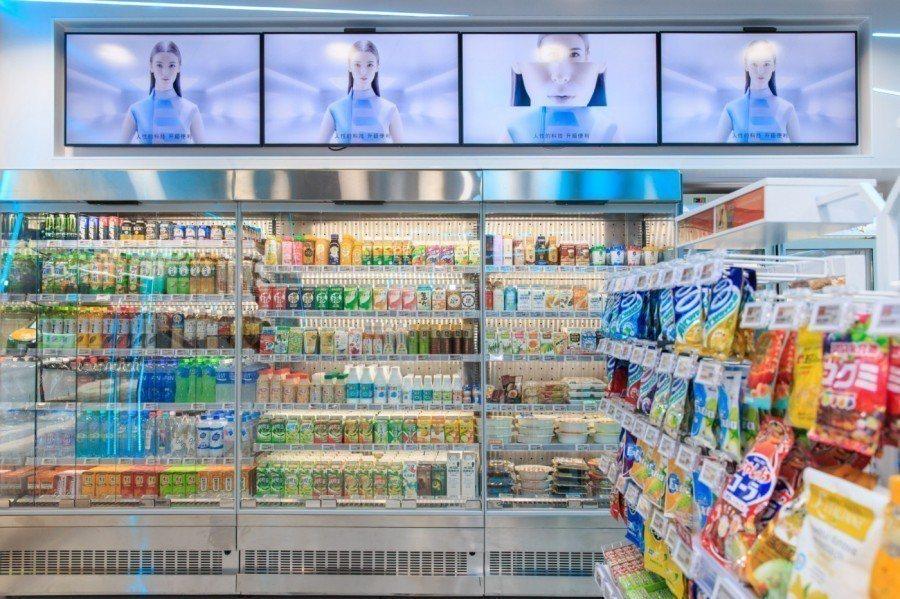 賣場共計 15 台新型貨架、3 台感應式自動門冰箱、電子標籤、32 台小型電子式...