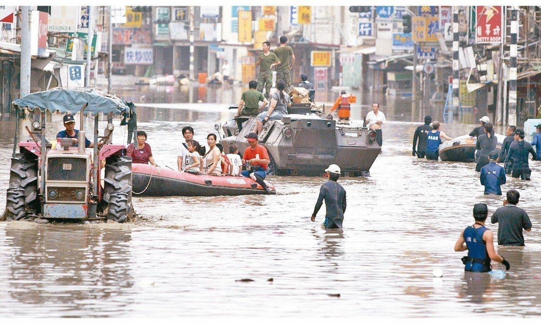 2009年莫拉克颱風帶來豪雨,南部各地區淹水災情嚴重。 圖/聯合報系資料照片