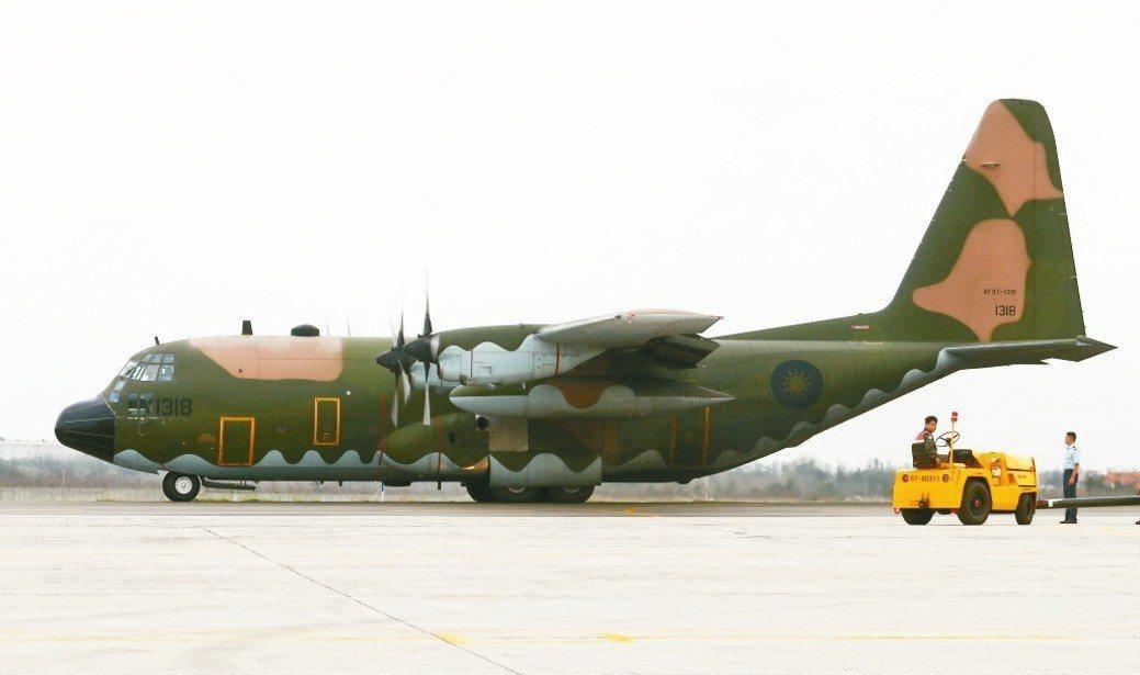 2008年卡玫基颱風,氣象學家曾與前總統馬英九協調利用空軍C-130運輸機執行觀...