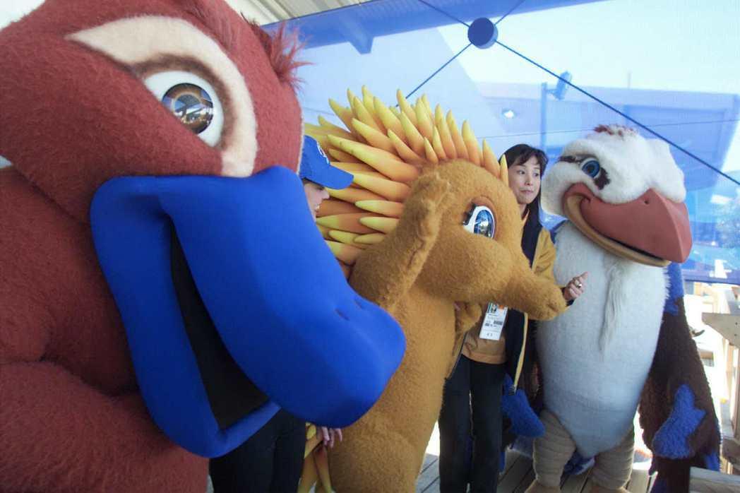 澳洲雪梨奧運吉祥物鴨嘴獸悉德(左)、針鼴蜜利(中)和笑翠鳥奧利(右)。 路透