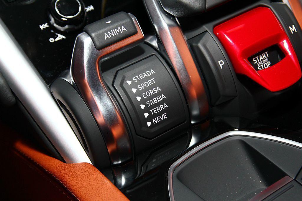 Lamborghini Urus擁有高達6種不同駕駛可調模式,滿足各種路況與操駕需求。 記者張振群/攝影
