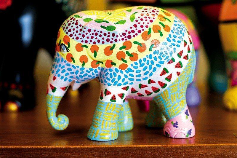Tanita Coffee隔壁就是最知名的清邁彩色大象工廠,也可順道一遊。