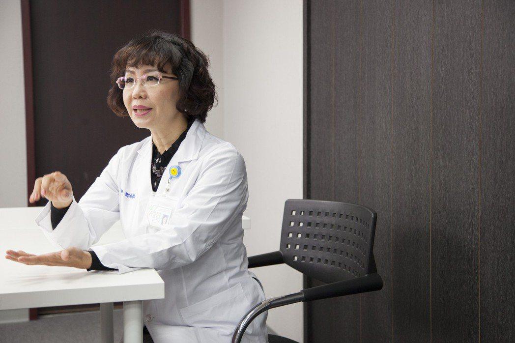 卵巢因為體積小,且位於骨盆腔內,一旦罹癌,早期症狀不明顯。成大醫院婦女腫瘤科教授...